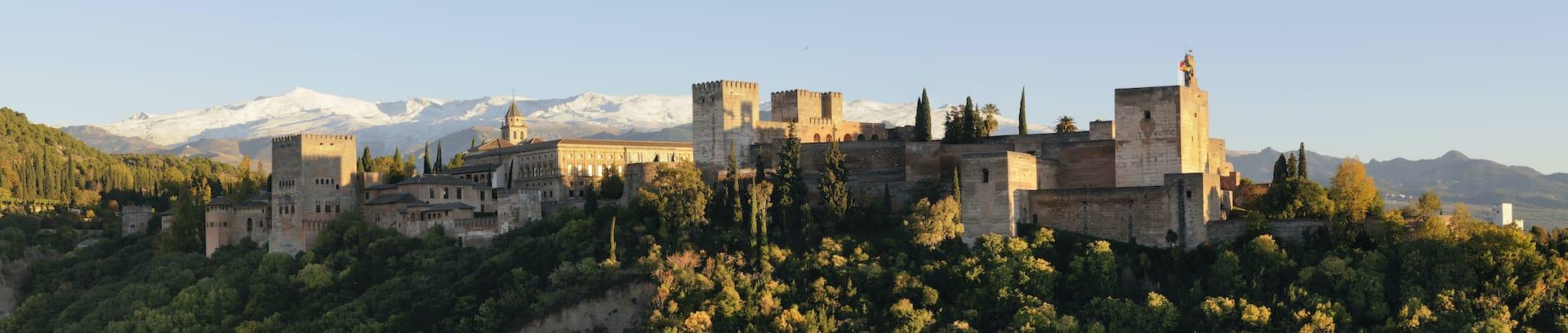 Alhambra de Granada es uno de los palacios-fortaleza mejor conservados del mundo. Patrimonio de la humanidad por la UNESCO desde 1994